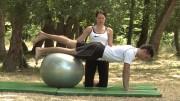 Jačanje trbušnih i leđnih mišića na lopti – Vježbe rehabilitacije