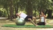 Održavanje ravnoteže na lopti u ležećem položaju – Vježbe rehabilitacije